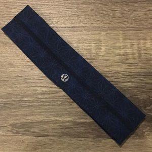 Black/blue design lululemon headband